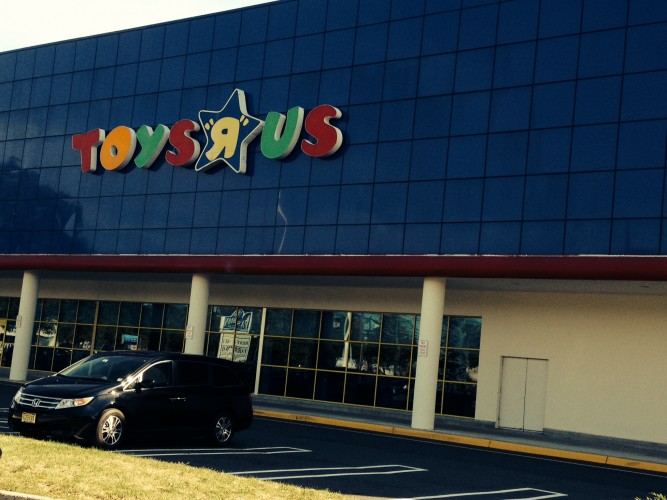 ToysRUs exterior painting job